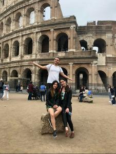 Visitando el Coliseo con Caridad y Álvaro nuestro amigo de León